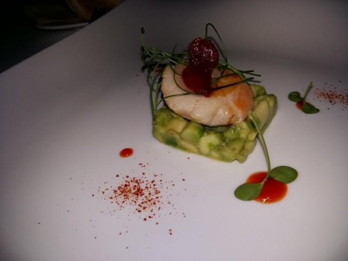 Tenuta Duca Marigliano, capasanta scottate, insalatina di avocado piccante e gelatina di limoni