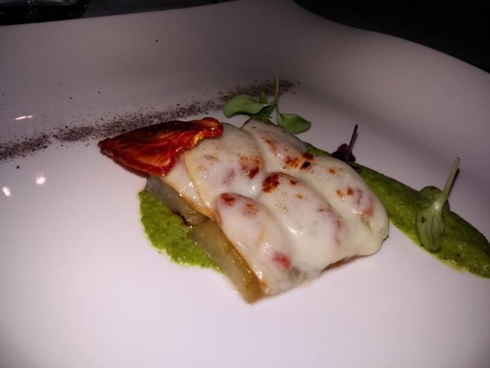 Tenuta Duca Marigliano, melanzana cotta alla cenere, provola, veli di pomodori e pesto di basilico e mandorle