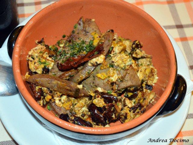Trattoria Al Mulino di Cristian Torsiello. Fegato con uova strapazzate e peperoni cruschi