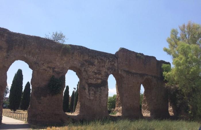 Viale dell Acquedotto Alessandrino