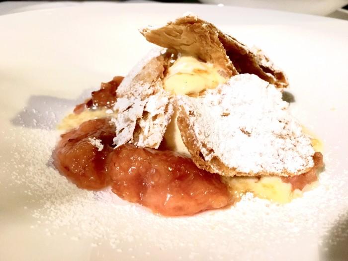 Borgo Valle Rita, millefoglie con pesche cotte in forno, gelato al file di latte e spuma di crema al marsala