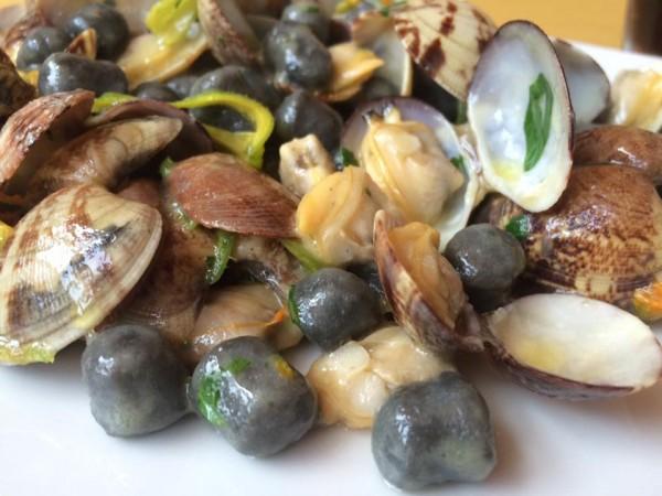 Osteria Bonelli,  gnocchetti al nero con vongole