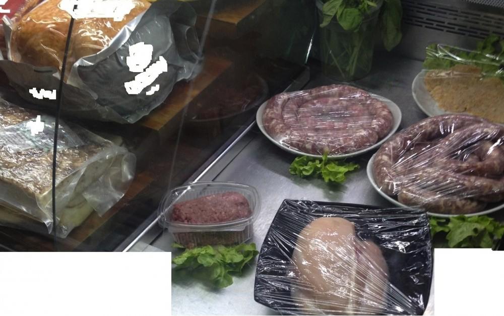 Salumi e carni fresche in salumeria