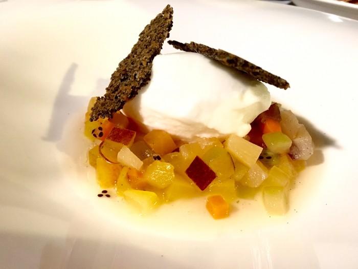 Borgo Valle Rita, zuppa di frutta e verdure del Borgo con gelato allo zenzero e limone. Cialde ai semi di papavero nero