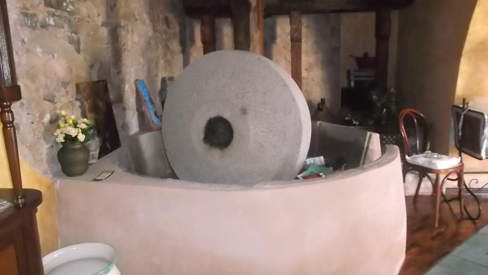 Agriturismo La Locanda del Fiume Vecchio frantoio a pietra