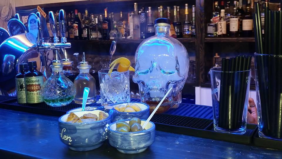 GARDEN BAR, Lady Negrita, Tequila, Aperol, Punt e Mes, marmellata di albicocche e Spanish Bitter