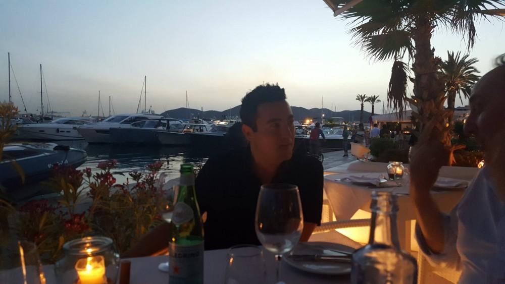Ibiza uno dei fratelli D Ambrosio