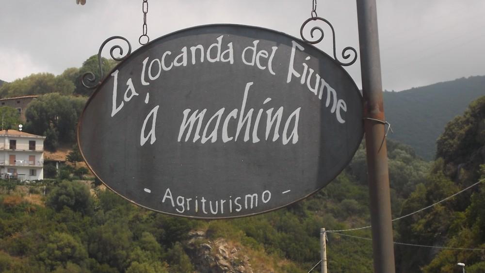 Insegna Agriturismo La Locanda del Fiume A Machina