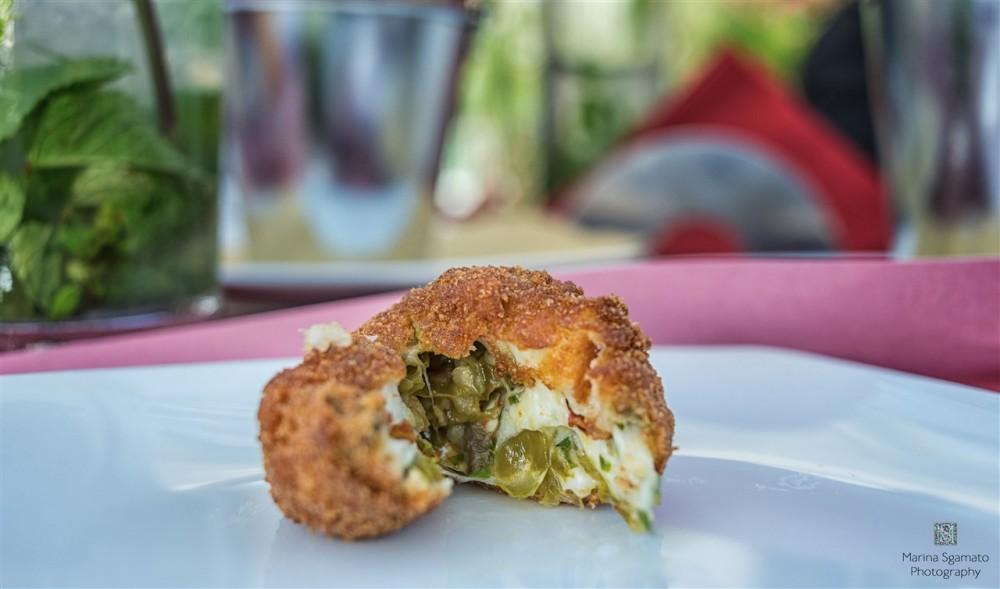 La Playa tapas bar, Deliziose le mozzarelline ripiene con peperoncini verdi. Bocconcini avvolgenti, in un piacevole equilibrio di contrati.