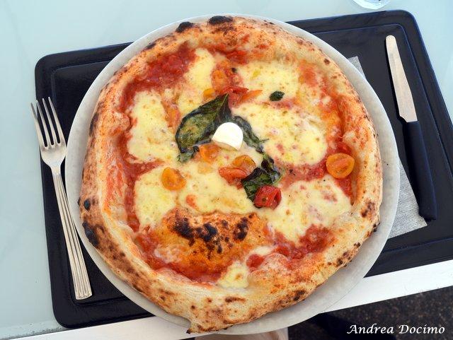 Pizzerie sul lungomare. Margherita di Fresco