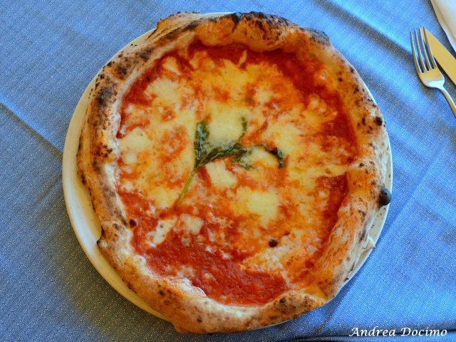 Pizzerie sul lungomare. Gruppo Antonio & Antonio. La margherita