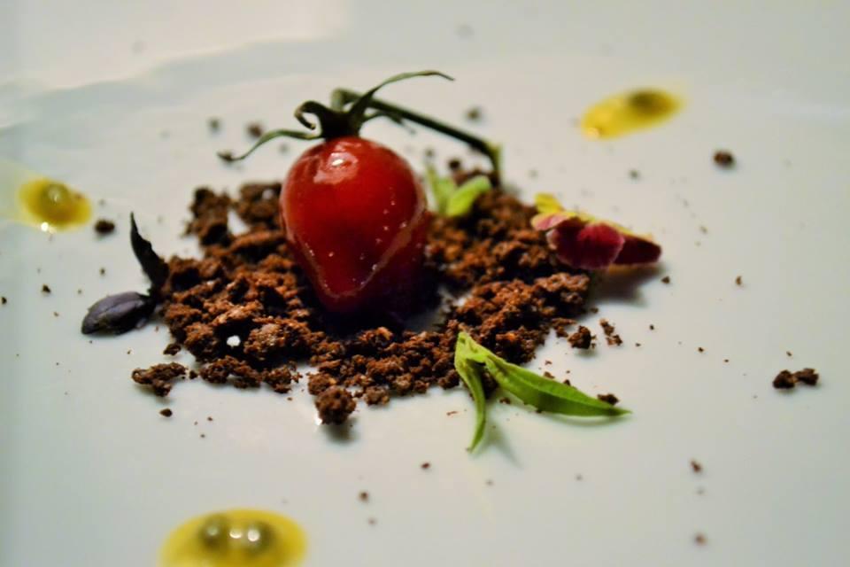RADA Restaurant Finto pomodoro su terra