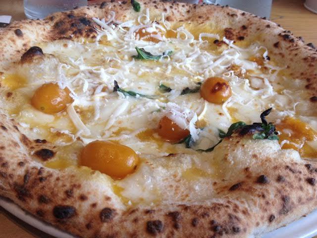 Rossopomodoro, pizza ai due pomodori