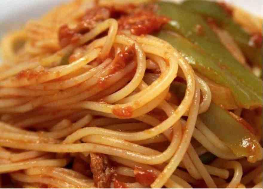 Spaghetti con tonno fresco e peperoni roggianesi