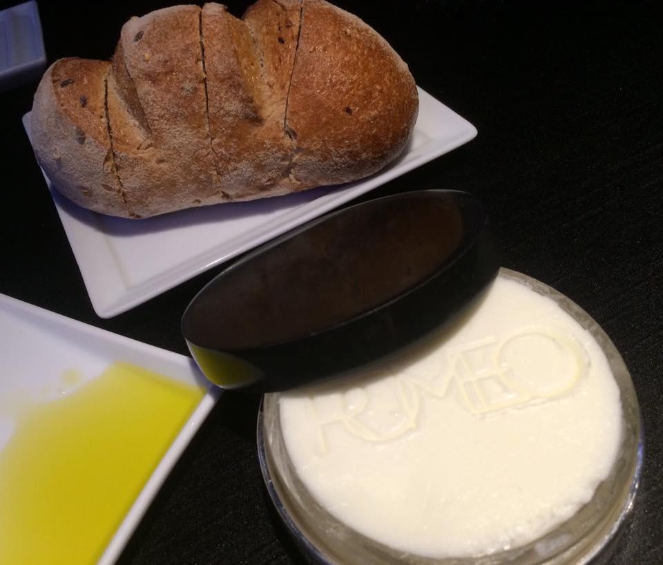 Il Comandante, pane, olio, burro