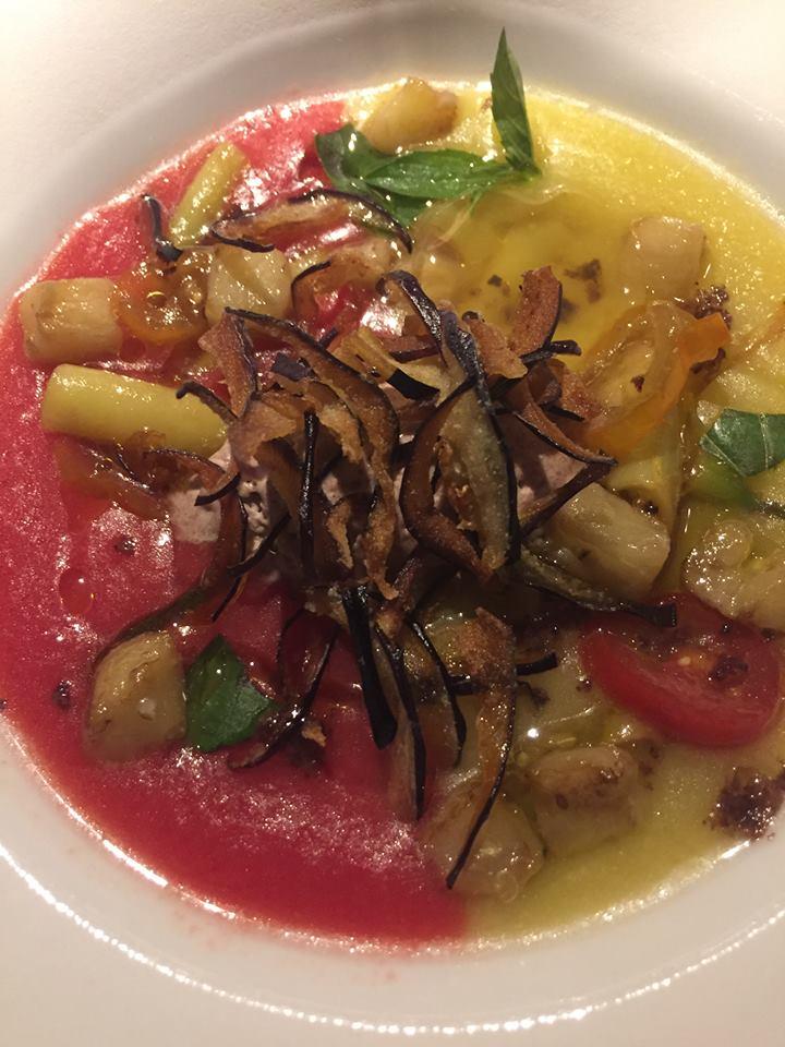 Le Calandre, Maxpachi di pomodoro con sorbetto di olive nere e melanzane fritte