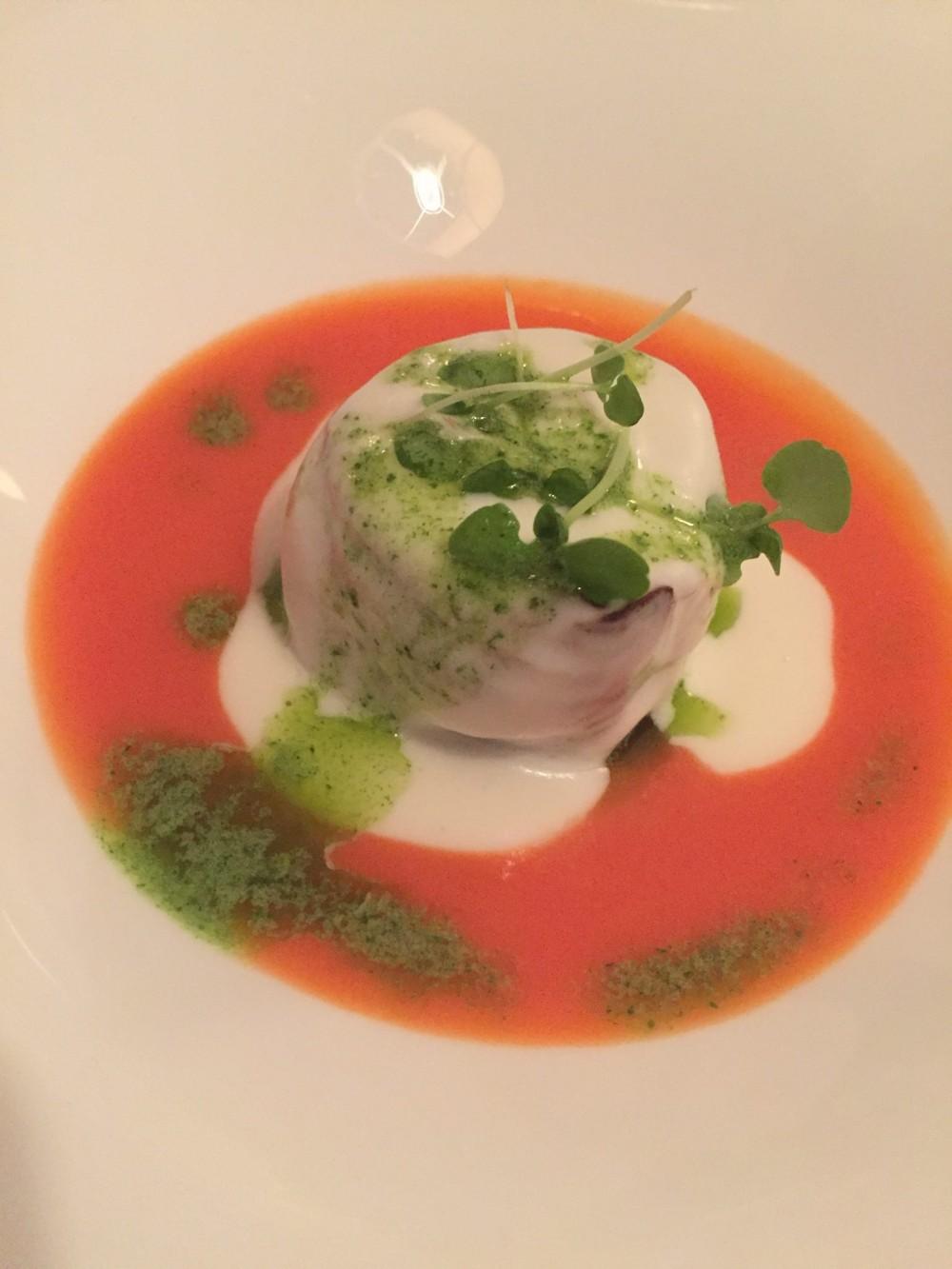 #ischiasafari, Francesco Sposito. Coda di pescatrice affumicata, alla parmigiana, su gazpacho di pomodoro all'aceto xeres