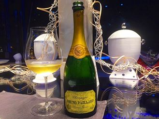 Comandante Dell'Hotel Romeo, Champagne