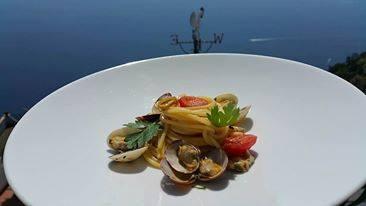 Spaghetto a vongole, Bacco, Furore