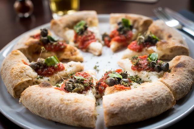 Berbere', Pizza pomodoro, capperi di salina, origano