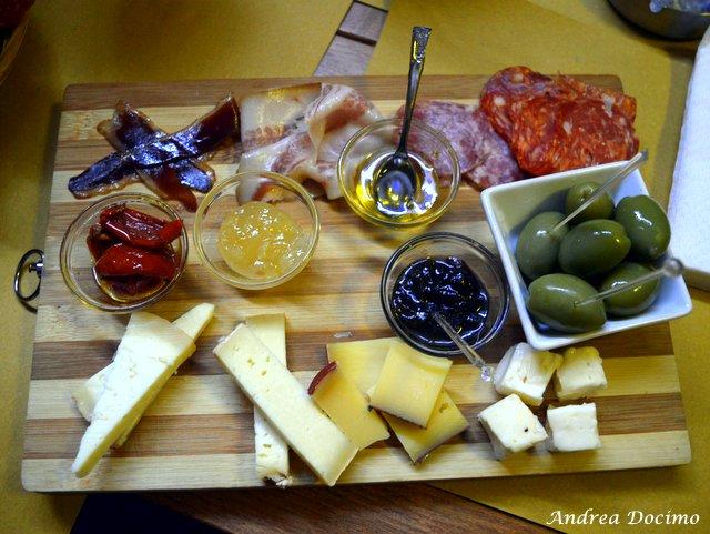 La Quinta Pinta a Caserta. Il tagliere di salumi e formaggi
