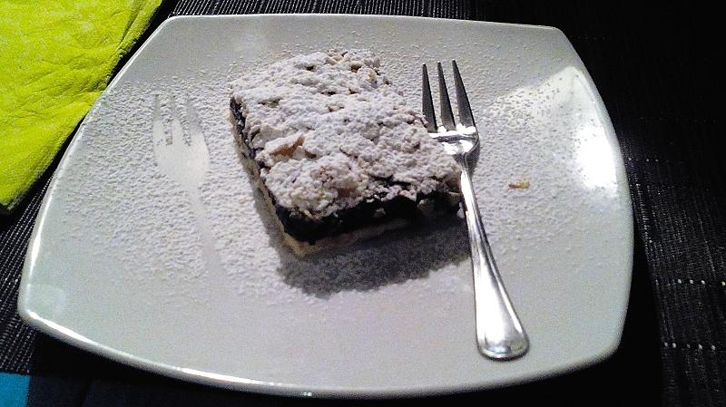 Tredicigradi, crostata con marmellata di visciole e scaglie di mandorle