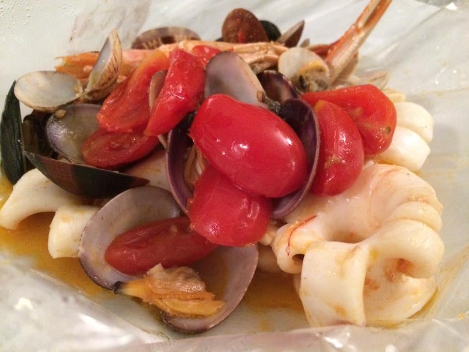 BACCO, zuppa di pesce al cartoccio