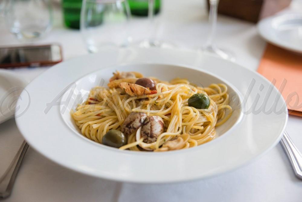 Ciccio Cielo Mare e Terra, Lo spaghetto al cartoccio nel piatto da portata
