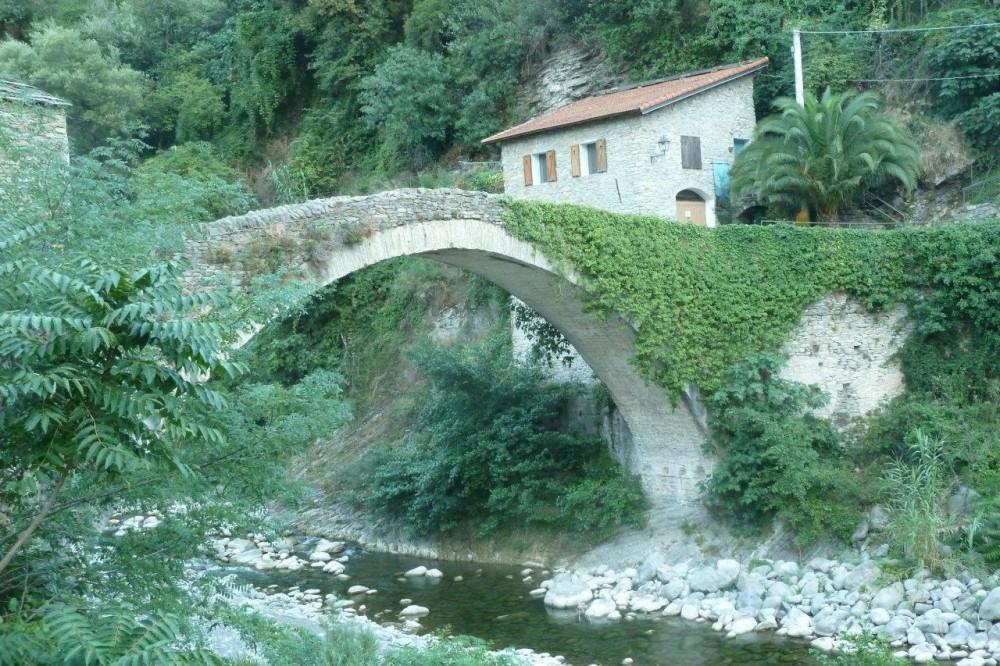 Il ponte di Badalucco, Valle Argentina, Imperia
