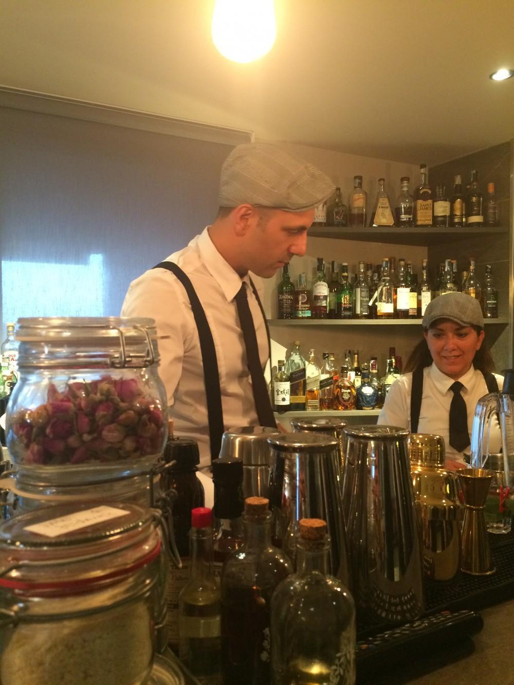 Bartenders al lavoro