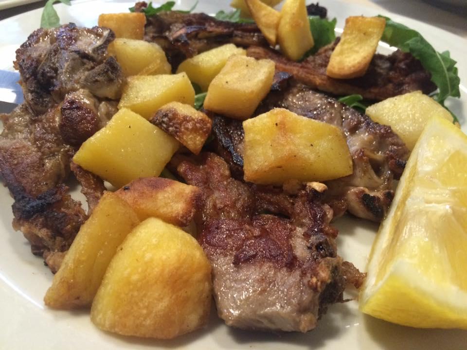 Da Romolo, abbacchio a scottadito con patate