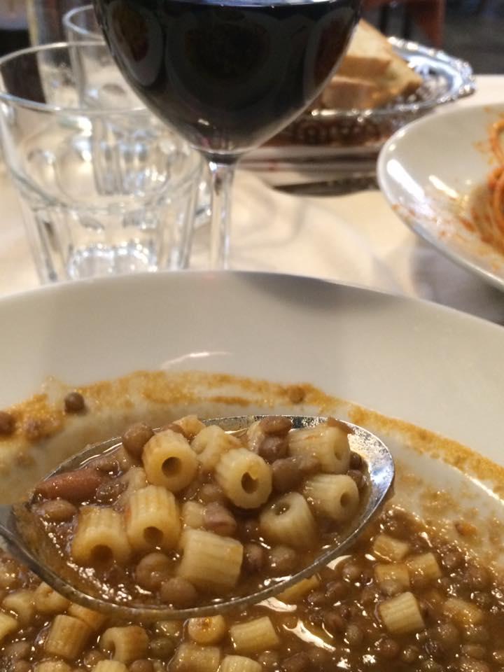 Da Romolo, pasta e lenticchie con rosso della casa