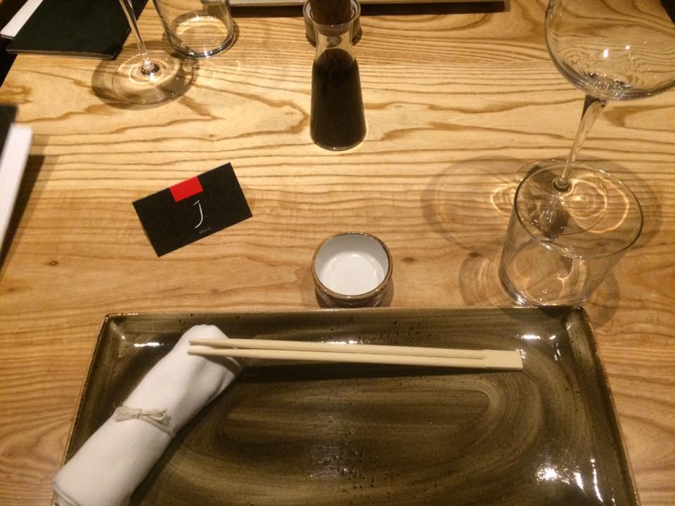 J JAPANESE, Ligne de Table e postazione