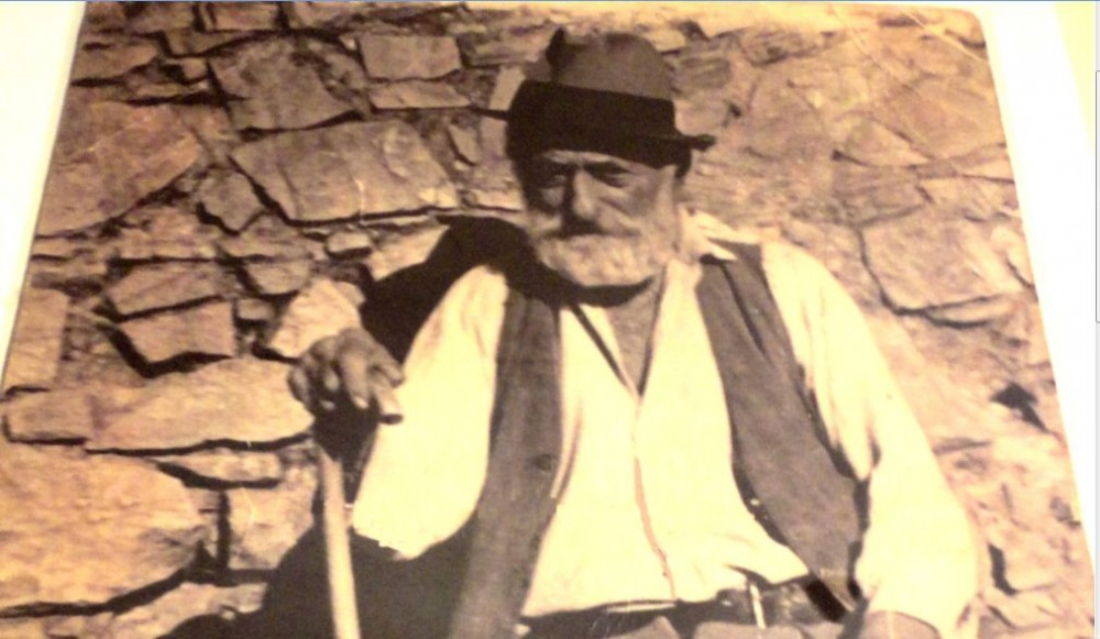 Il nonno delle sorelle Naccarella, Cantina Elmi