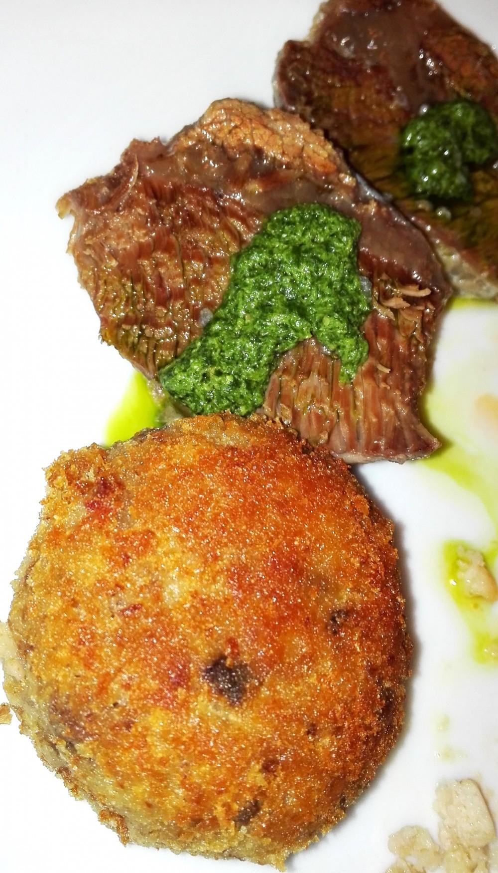Osteria della Villetta, tris di polpetta, involtino di verza e guanciale di manzo con salsa verde