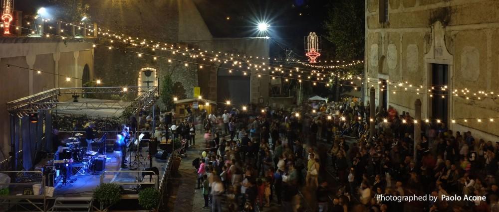 SCALA, La festa della castagna nella piazza principale