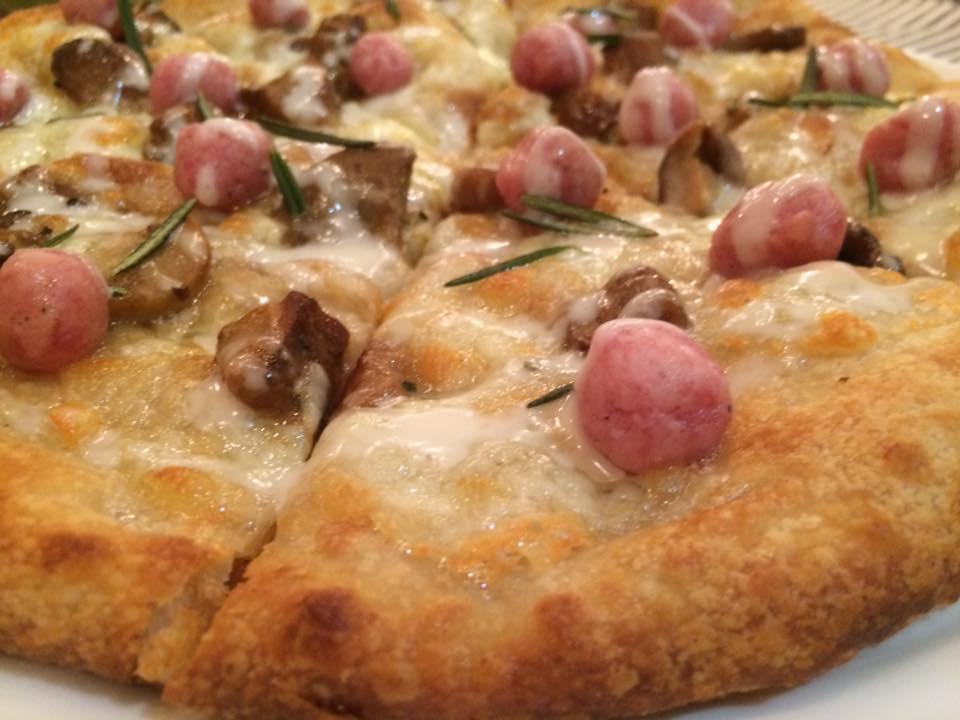 Spiazzo, pizza con porcini, parmigiano e ciauscolo