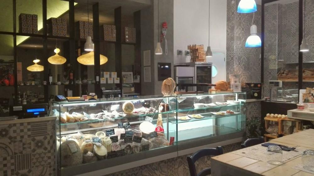 Via Porto, salumi e formaggi