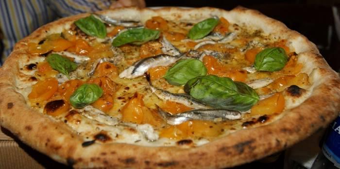 Maria Cacialli, pizza con pomodorini gialli e alici