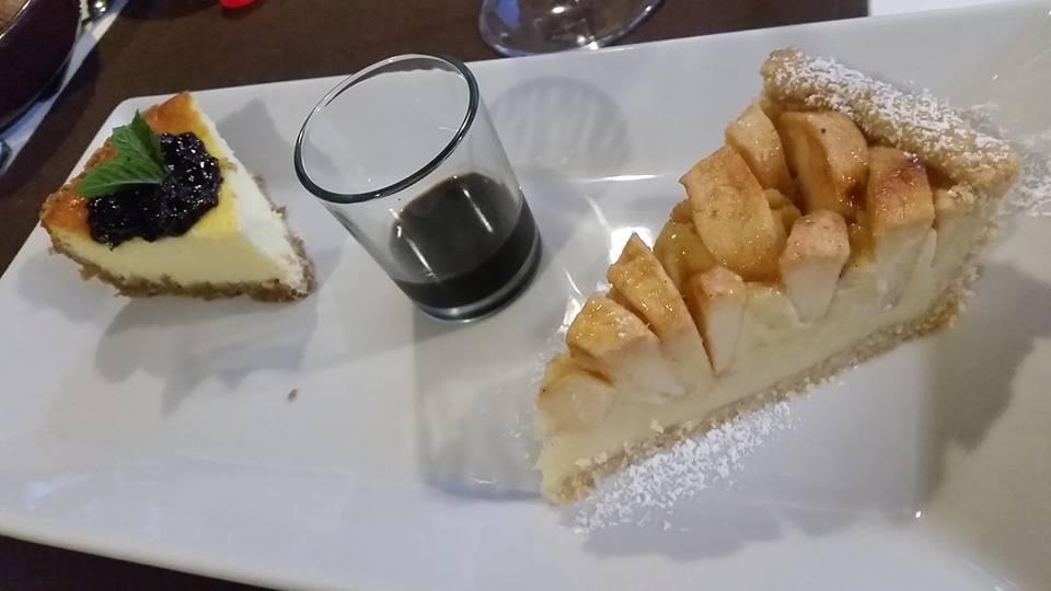 Il Tintore, I dolci, cheese cake e crostata di crema e mele con concerto