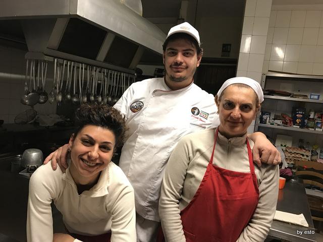 Antica Trattoria Innarone Daniele Vanore con mamma Maria e Sabrina