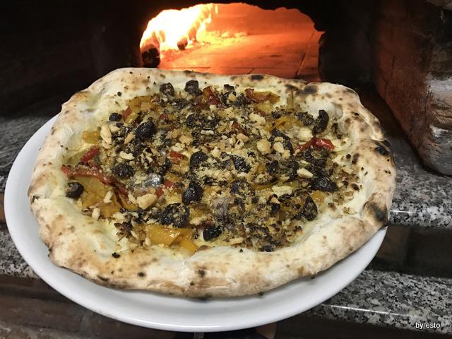 Antovin Alessandro Tirino pizza Mbuttunata con impasto da grani antichi