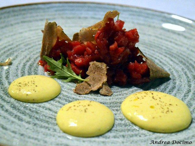 Braceria Bifulco ad Ottaviano. Tartare di marchigiana, tartufo bianco e spuma d'uovo fritto