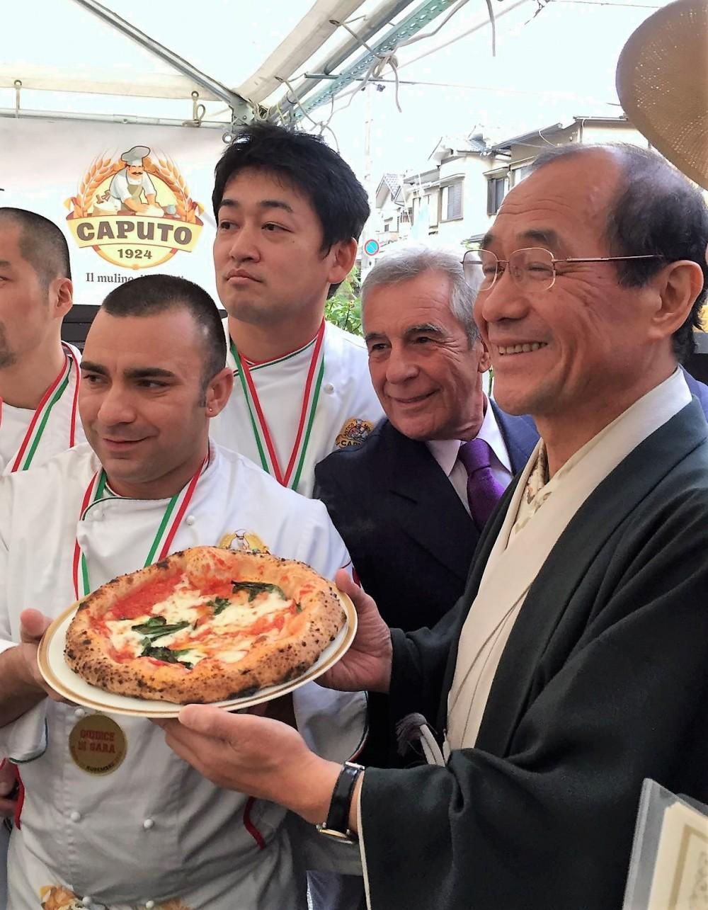 Caputo Cup in Giappone - il sindaco di Kyoto, Daisaku Kadokawa, con Carmine Caputo e Davide Civitiello