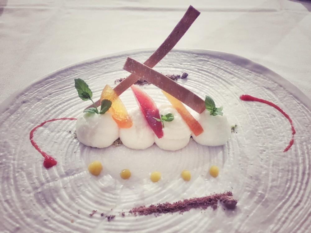 La Capinera,  spuma di ricotta con cialde al Marsala e frutta candita
