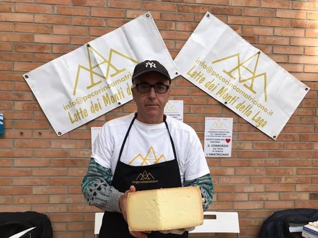 Gnam Napoli Il Mercato del 700  i formaggi