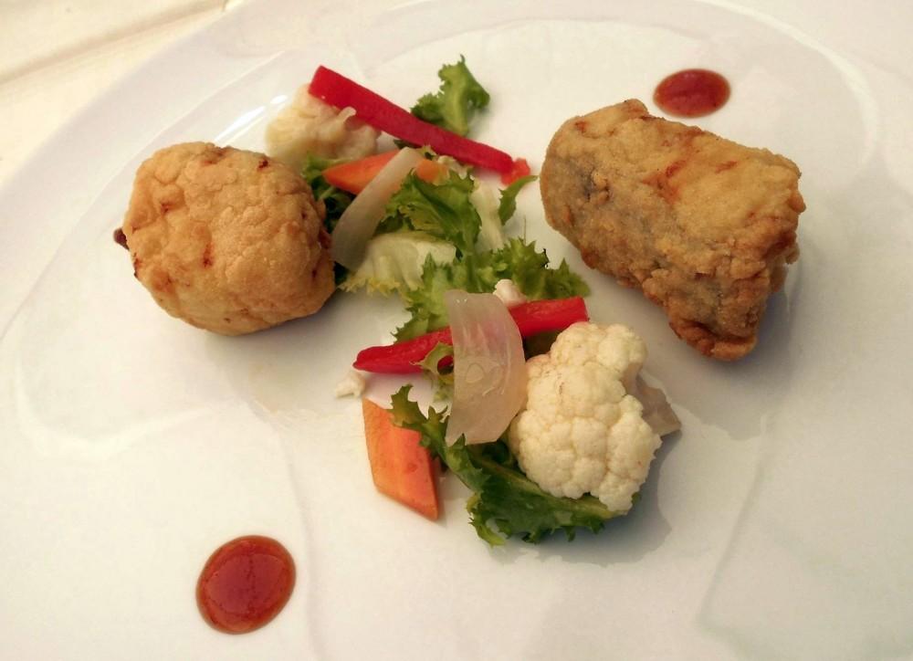 Il Vecchio Mulino 1834, baccala' in tempura su insalata all'italiana con salsa di pomodoro in agrodolce