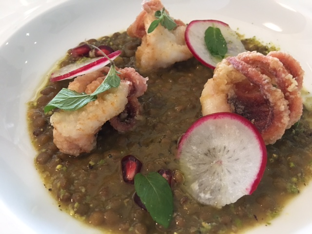Ristorante Emozionando, Incontro tra Turchia e Pantelleria Polpo in tempura con lenticchie allo zefferano, peperoncino e melograno