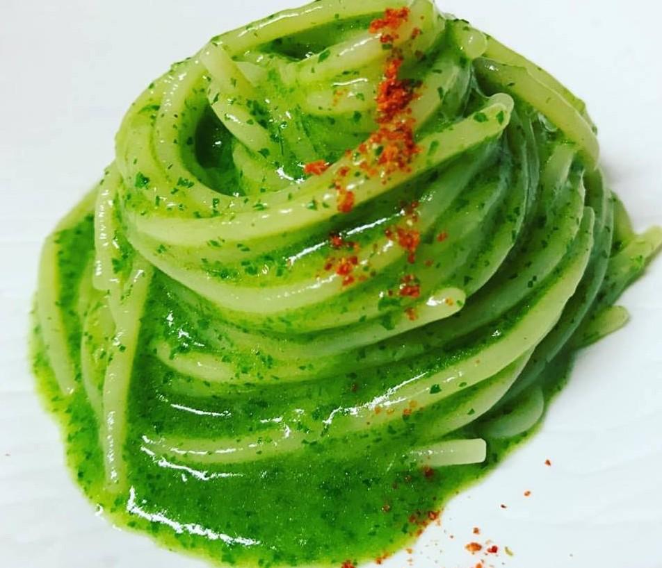 Spaghetti con radici di prezzemolo e colatura di alici