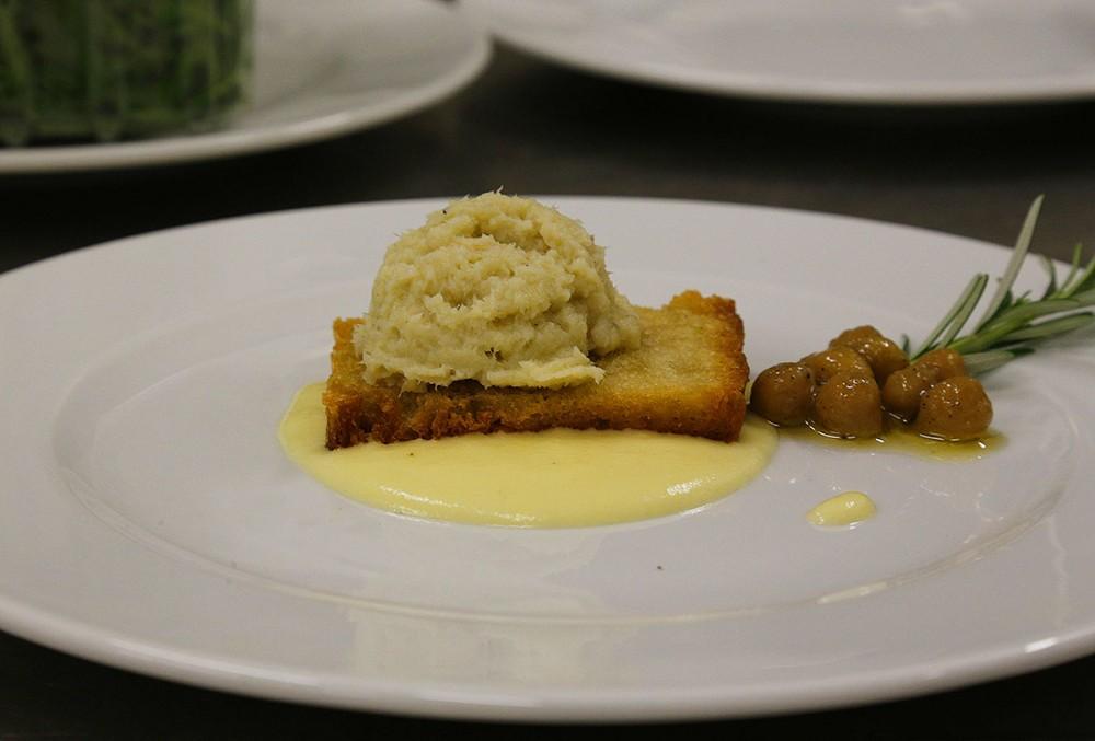 Storie di Pane, Mantecato di merluzzo con crostino di pane, crema di patate e ceci di Cicerale
